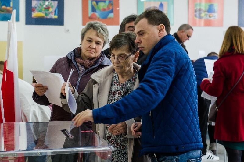 Głosowanie w dzielnicy Chełm w szkole podstawowej nr 47