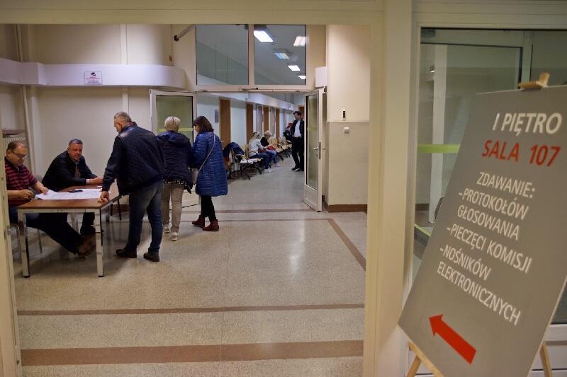 W Gdańsku protokoły z głosowania zdawane są w Urzędzie Miejskim