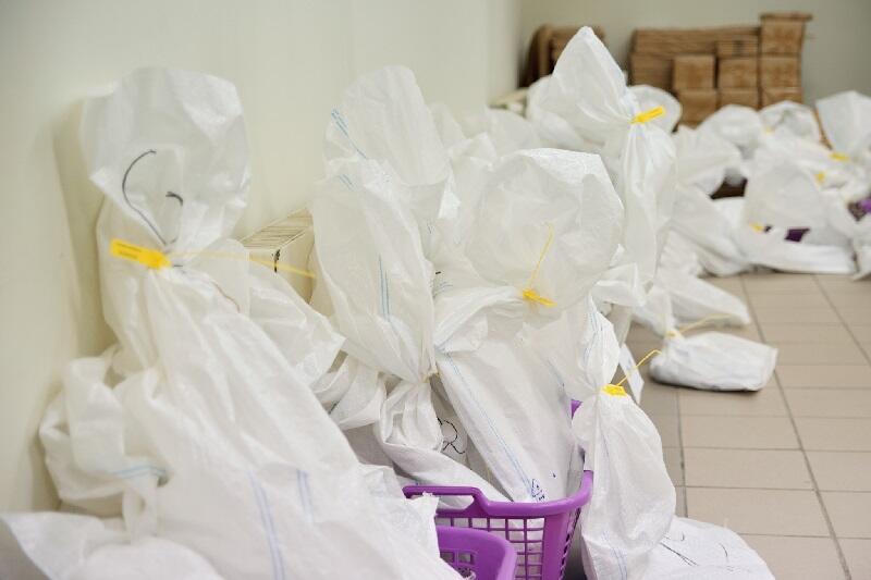 Protokoły głosowania pakowane były do specjalnie zapieczętowanych worków
