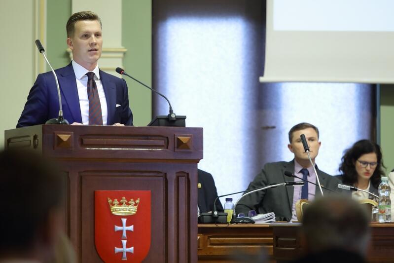 Przemysław Majewski podczas czerwcowej sesji Rady Miasta Gdańska, na której reprezentował głos mieszkańców oburzonych Modelem na Rzecz Równego Traktowania
