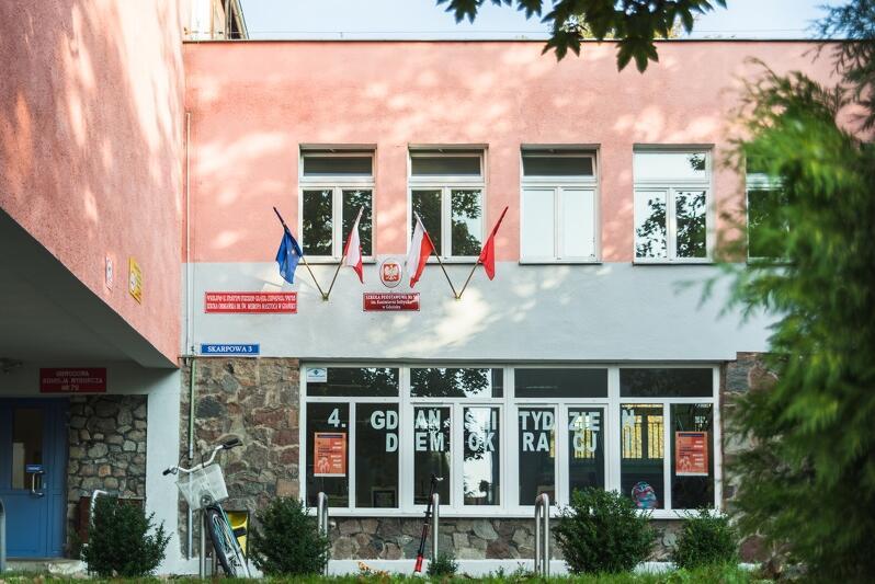 Szkoła Podstawowa nr 58 w Gdańsku przy ul. Skarpowej 3 znajduje się w sąsiedztwie siedziby OIPiP w Gdańsku