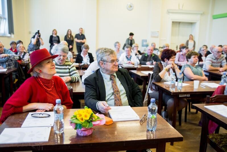 Seniorki i seniorzy chętnie poszerzają swoje horyzonty: tutaj laureaci Olimpiady Wiedzy `Senior obywatel`