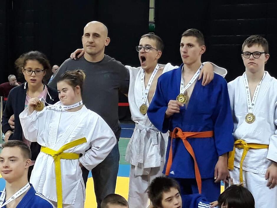 Adriana Dadci - Smoliniec i Paweł Smoliniec pięć lat temu założyli klub sportowy Ada Judo Fun, zarażając tym sportem osoby z niepełnosprawnością i przełamując bariery, który innym wydają sie nie do pokonania.