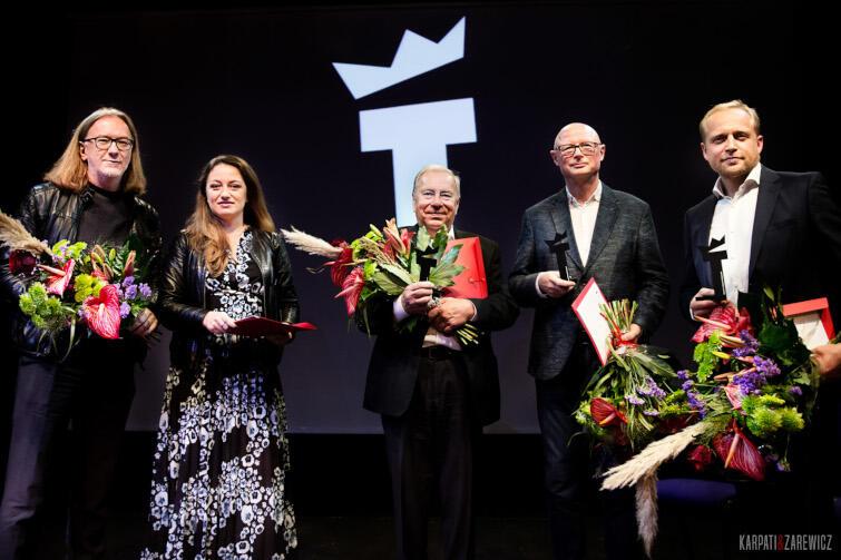 Laureaci (od lewej): Roman Pawłowski odbierający nagrodę w imieniu Kornéla Mundruczó, Justyna Wasilewska, Jerzy Stuhr, Adam Orzechowski i Piotr Adamczyk