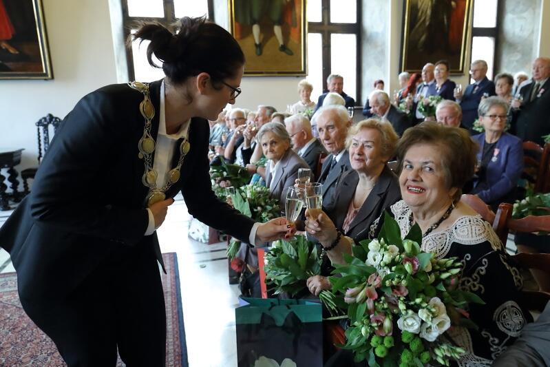 Prezydent Aleksandra Dulkiewicz dziękowała małżonkom m.in. za wychowanie kolejnych pokoleń gdańszczan
