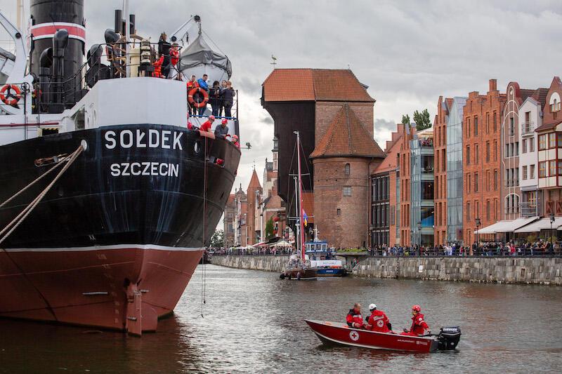 22 października 1949 roku Sołdek  pod dowództwem kpt. ż.w. Zbigniewa Rybiańskiego udał się w swój pierwszy rejs do Szczecina, gdzie 25 października 1949 roku miało miejsce uroczyste podniesienie bandery. Do 2 stycznia 1981 roku  Sołdek  odbył 1479 podróży morskich. W ciągu 31 lat eksploatacji statek przewiózł ponad 3,5 miliona ton ładunku i zawinął do ponad 60 portów.