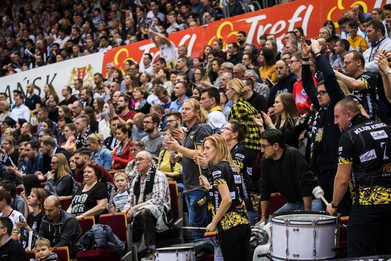 Marzec 2019 roku, tłumy fanów w Ergo Arenie podczas meczu Ligi Mistrzów Trefl Gdańsk - Zenit Kazań