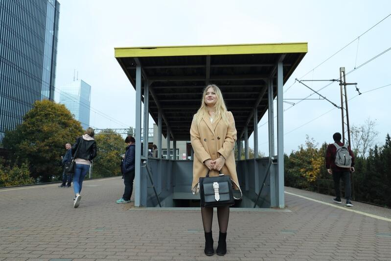 Peron SKM Gdańsk Przymorze Uniwersytet. Z Pauliną spotkaliśmy się przez zajęciami na uczelni. Tego dnia miała przed sobą pierwszą studencką kartkówkę `na wejście` - z Konstytucji