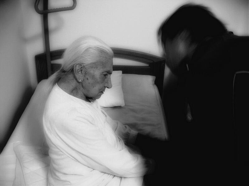 """Jak radzić sobie z przemocą opiekuńczą? - to temat przewodni spotkania dla seniorek i seniorów, które odbędzie się """"Sztuki Wyboru"""" przy ul. Słowackiego 19 we Wrzeszczu (zdjęcie ilustracyjne)"""