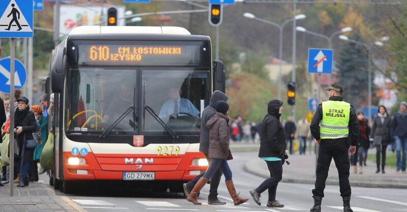 Zmiany w komunikacji miejskiej na niektórych liniach obowiązywać będą już od soboty, 26 października