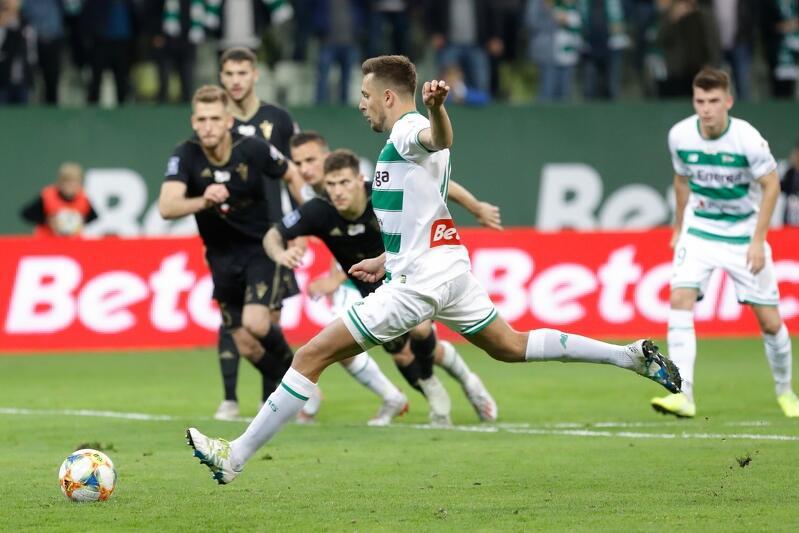 Rzut karny, Artur Sobiech strzela na 1:0 dla Lechii