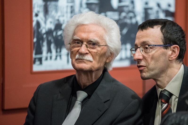 Od lewej: Dieter Schenk z tłumaczem