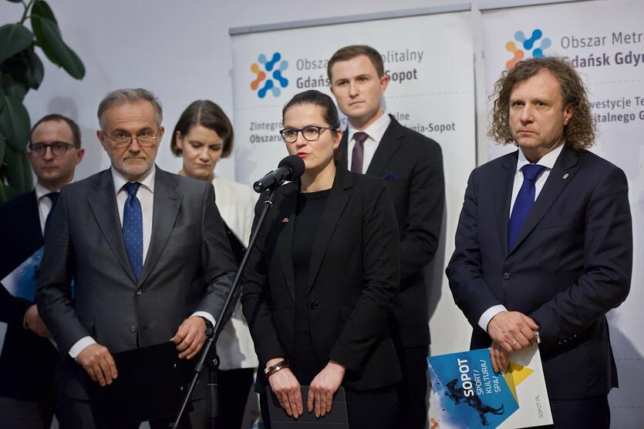 Prezydenci Gdańska, Gdyni i Sopotu solidarnie wystąpili przed dziennikarzami, by przekazać mieszkańcom, co dzieje się z systemem MEVO. Po lewej - Wojciech Szczurek: 'Jesteśmy zdeterminowani'