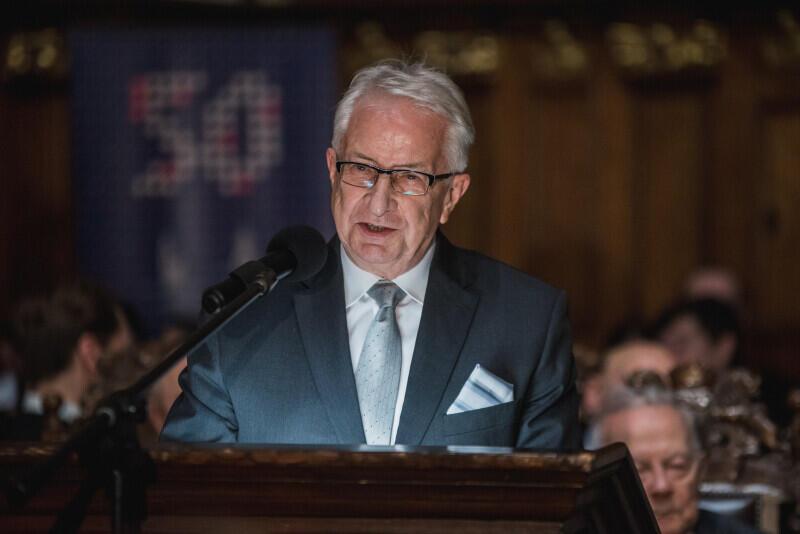 Prof. Edmund Wittbrodt, Mistrz Kapituły Orderów RMG prowadzi laudację Medalu św. Wojciecha dla prof. Grażyny Świąteckiej