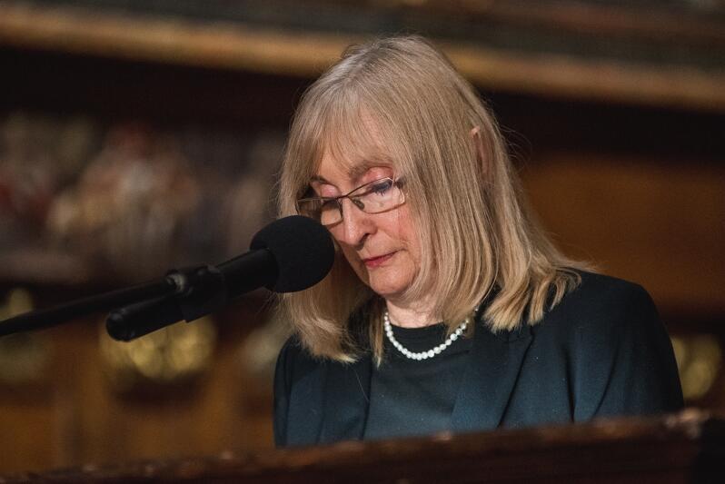 Barbara Szczepuła-Ponikowska podczas wygłaszania laudacji dla Pawła Adamowicza