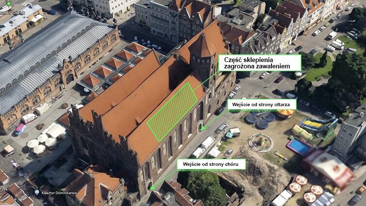 Zaznaczony na zielono obszar na zdjęciu, pokazuje przestrzeń w bocznej nawie kościoła, gdzie doszło do pęknięć sklepienia