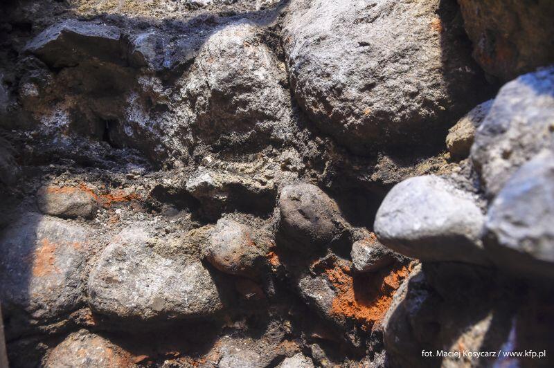 Podczas prac badawczych okazało się, że kościół zbudowany został na kamiennych fundamentach, a nie - jak podejrzewano - na drewnianych palach