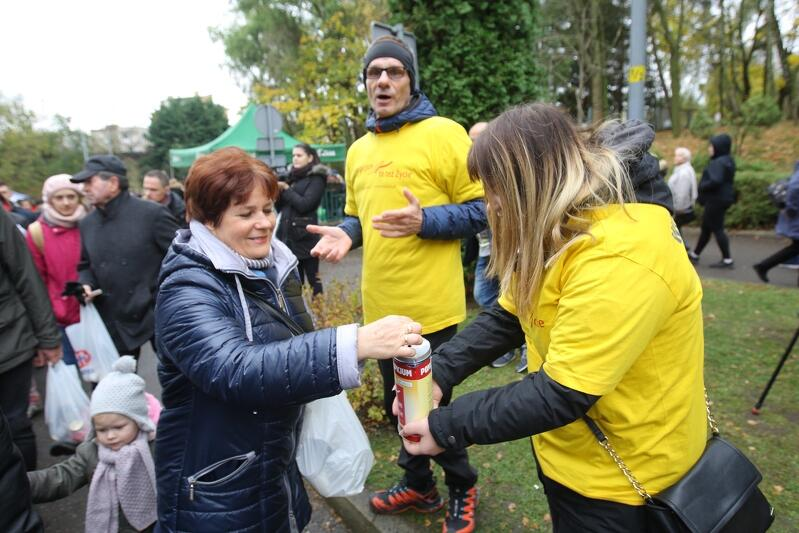 Już od kilkunastu lat dzień Wszystkich Świętych jest dla wolontariuszy Hospicjum im. ks. Dutkiewicza w Gdańsku okazją do publicznej zbiórki pieniędzy na rzecz pomocy osobom terminalnie chorym