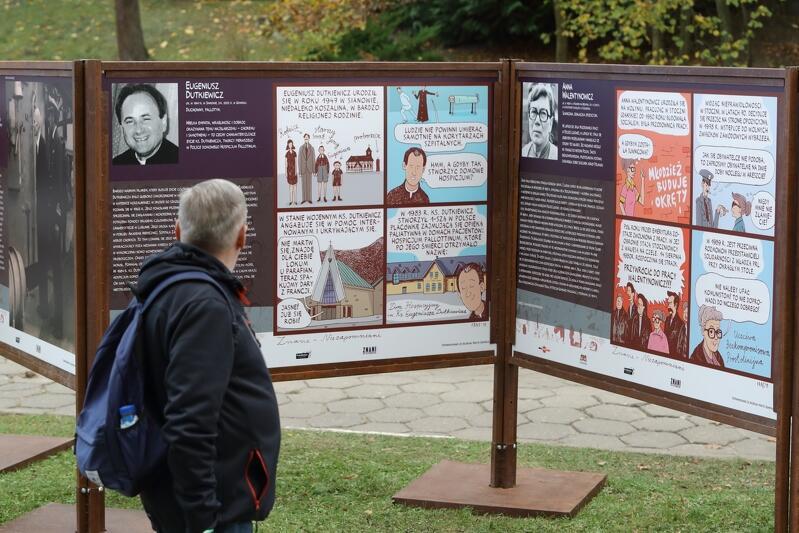 20 biogramów opowiada historię znanych i zasłużonych gdańszczan, których groby znajdują się na Cmentarzu Srebrzysku