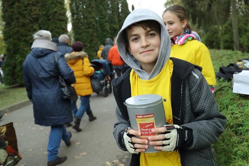 Datki na rzecz Hospicjum im. ks. Dutkiewicza w Gdańsku, które prowadzi Fundacja Hospicyjna, przez 3 dni zbierać będą wolontariusze w charakterystycznych żółtych koszulkach - w sumie 500 osób