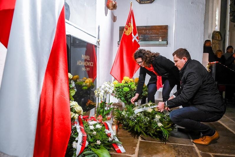 Wieniec składają prezydent Gdańska Aleksandra Dulkiewicz i jej zastępca Piotr Grzelak