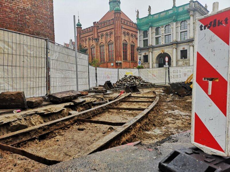 Fragment zabytkowych torów odkrytych podczas remontu ulicy Bogusławskiego