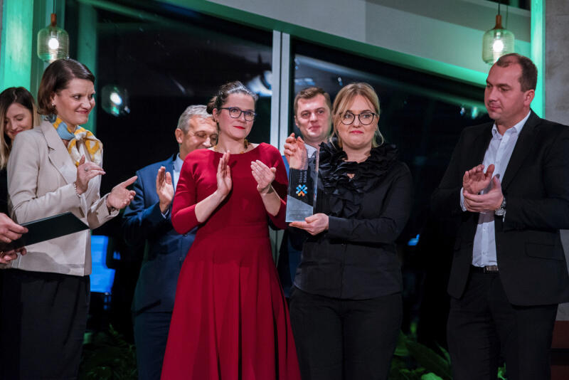 Nagrodę w imieniu Pawła Adamowicz odebrała żona Magdalena