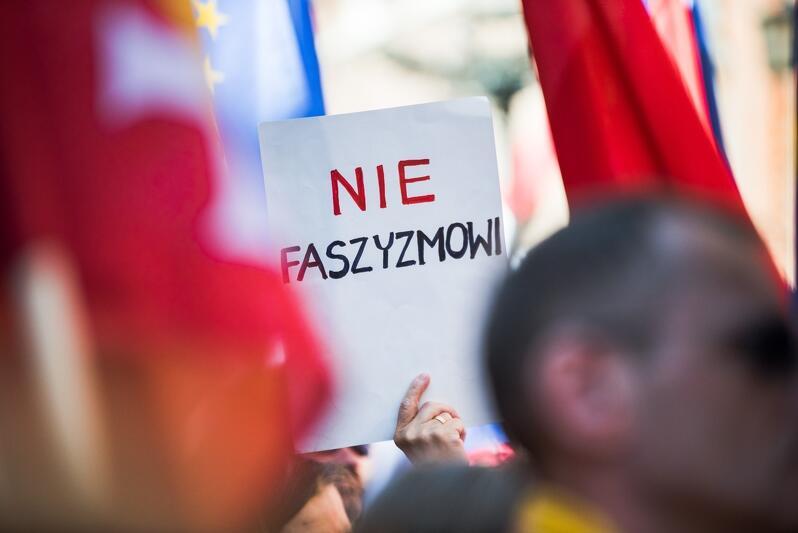 Agresywny nacjonalizm, nienawiść, przemoc w naszej epoce stały się narzędziami walki politycznej, podobnie jak w latach 30. ubiegłego wieku. Czy Polacy pamiętają o tej lekcji historii i jej tragicznych skutkach?
