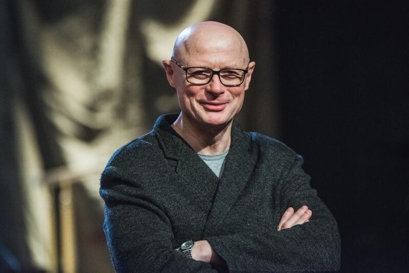 Adam Orzechowski, jest dyrektorem naczelnym i artystycznym Teatru Wybrzeże od lipca 2006 roku. W 2008 roku zainicjował Festiwal Wybrzeże Sztuki, którego tegoroczna edycja rozpocznie się 11 listopada