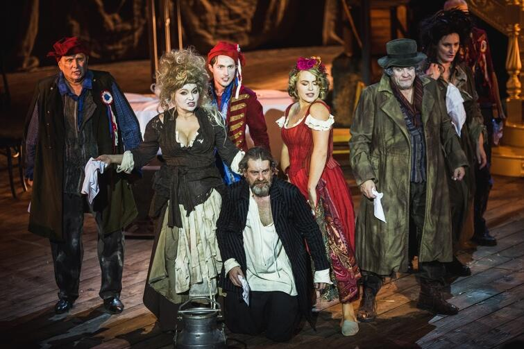 Karmaniola Moniuszki - pierwsza premiera sezonu 2019/2020 okazała się sukcesem - zabawny i błyskotliwy tekst zagrany jest w świetnym tempie. Aktorsko znakomita