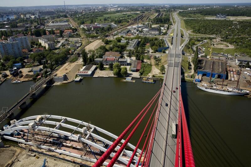 Most wantowy na Martwej Wiśle w Gdańsku to budowla nie tylko użyteczna, ale też wizualnie atrakcyjna