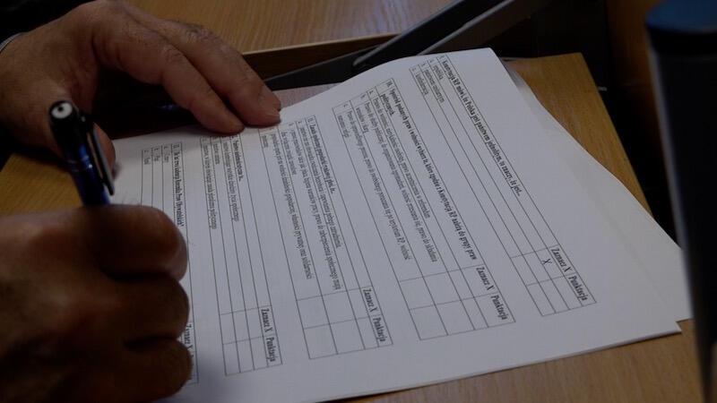 """30 pytań w 30 minut - takie zadanie czekało na seniorów podczas pierwszego etapu eliminacji wojewódzkich II Olimpiady Wiedzy Obywatelskiej """"Senior Obywatel"""". ci, którzy zdobyli najwięcej punktów, rozwiązali jeszcze jeden test, którego wyniki poznamy 20 listopada"""