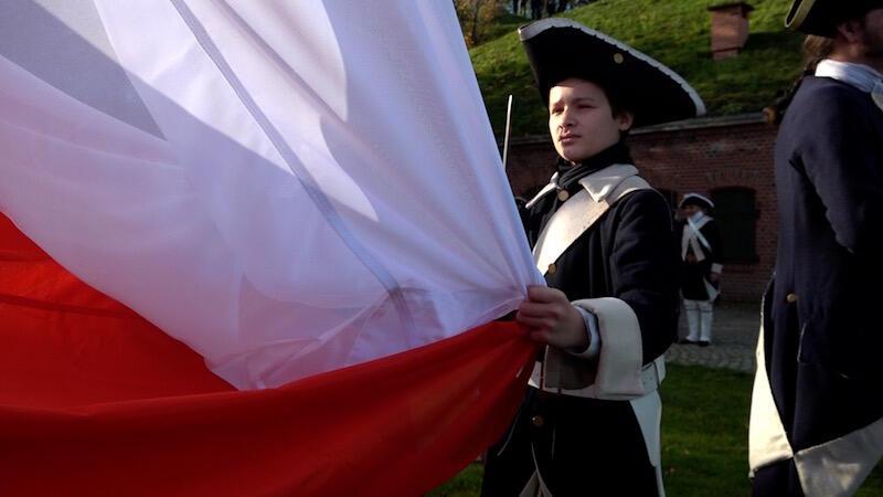 Flaga, która zawisła na Górze Gradowej waży 20 kg. Gdy wiatr wieje z odpowiednią siłą, obciążenie masztu za sprawą flagi może wzrosnąć nawet do jednej tony!