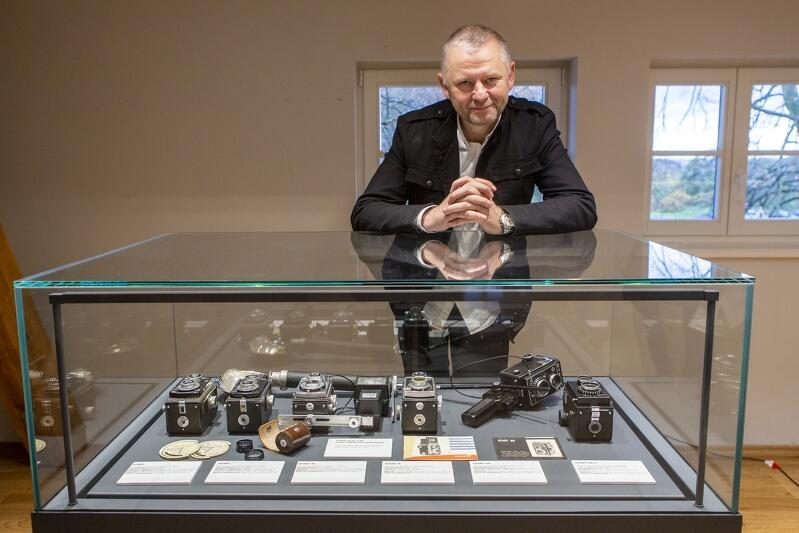 Grzegorz Mehring jest fotoreporterem, który fotografuje od blisko 20 lat. Aparaty zbiera od lat kilkunastu