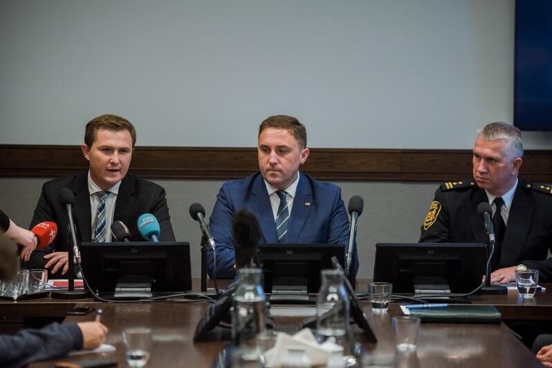 Od l.: z-cy prezydent Gdańska Piotr Grzelak oraz Piotr Borawski, komendant Straży Miejskiej w Gdańsku Leszek Walczak