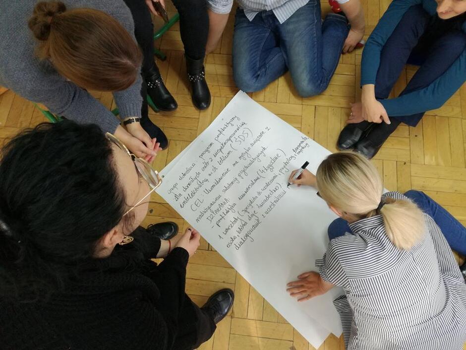 Aplikacja Wsparcie w Gdańsku  odpowiada na potrzeby osób z trudnościami psychicznymi, ale także instytucji. Przenosi istotne informacje i możliwośc kontaktu w przestrzeń cyfrową, a także skraca dostęp do usług wsparcia.