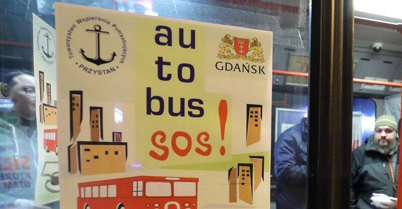 """Osoby w kryzysie bezdomności na terenie Gdańska mają wsparcie m.in. w """"autobusie SOS - pomoc"""""""