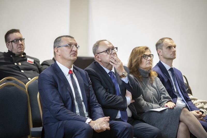 Pierwszy z prawej Tomasz Pietrusiak - z-ca dyrektora Departamentu Środowiska Urzędu Marszałkowskiego Województwa Małopolskiego