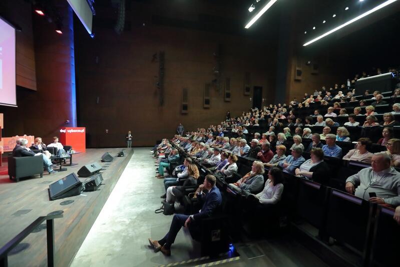 Aula ECS często jest miejscem ważnych i ciekawych debat na temat polskiego życia społecznego. Tym razem mowa będzie o demokracji i postawach obywatelskich w Kościele katolickim. Nz. aula ECS podczas debaty Gdańskiego Tygodnia Demokracji w 2017 r., którą prowadziła Dominika Wielowieyska