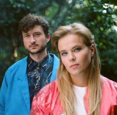 Duet Rebeka tworzą Iwona Skwarek i Bartosz Szczęsny. Zespół w trzecim albumie Post Dreams , wydanym w lutym 2019 roku, łączy analogowe syntezatory i klasyczne instrumenty - smyczki i trąbkę, tworząc kontrastujące emocje delikatnych dźwięków i ryczących, zimnofalowych gitar