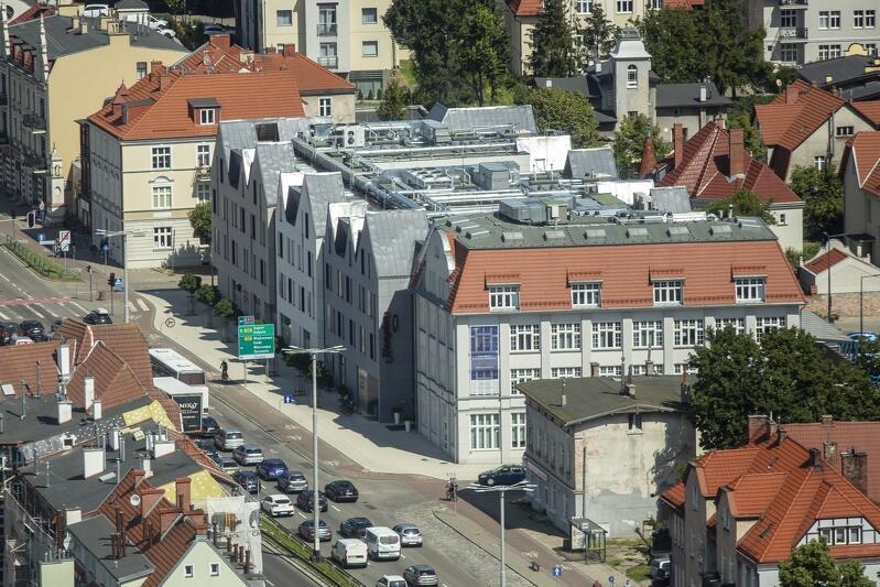 Oliwa - przykład wkomponowania nowoczesnej architektury w historyczne otoczenie (budynki przy al. Grunwaldzkiej, naprzeciwko pętli tramwajowej)