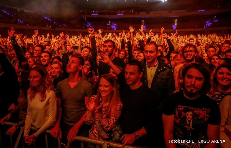 Koncert był częścią trasy It's Dark Tour