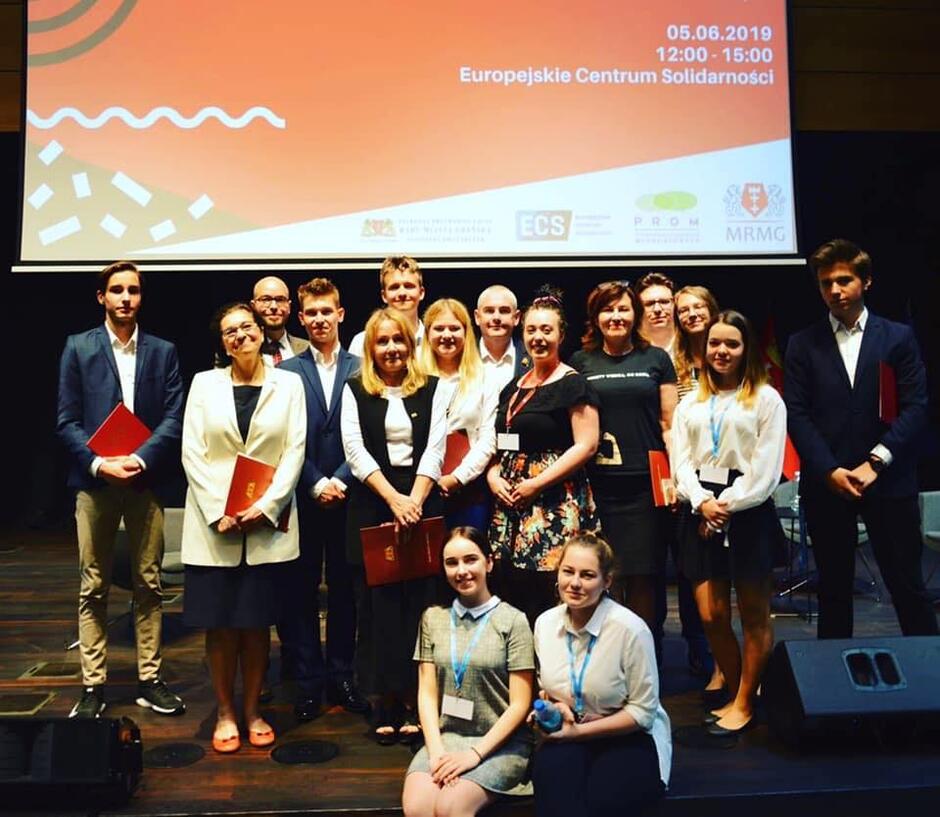 Młodzieżowa Rada miasta Gdańska i Młodzieżowa Rada Miasta Łodzi zapraszają na debatę z politykami. Spotkanie już 29 listopada w ECS.