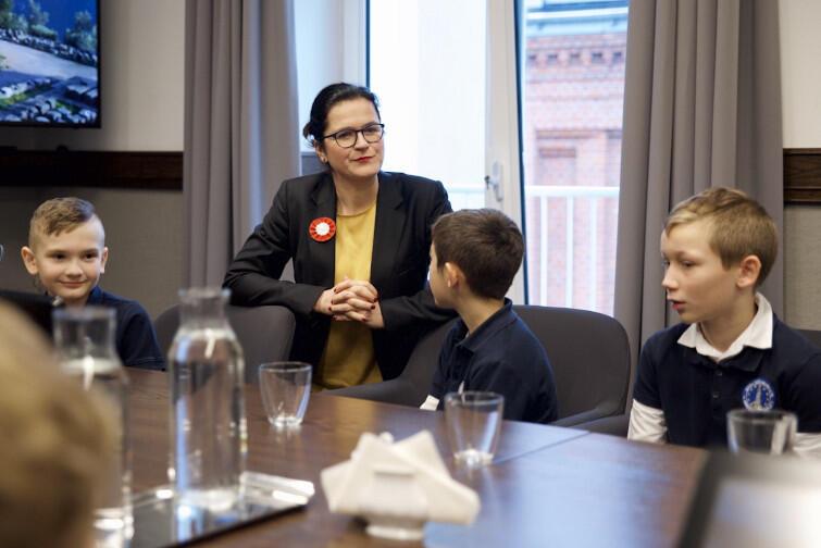 Prezydent Gdańska Aleksandra Dulkiewicz spotkała się z uczniami Szkoły Podstawowej nr 45 im. Bohaterów Westerplatte w Gdańsku, w piątek, 22 listopada, 2019 r.