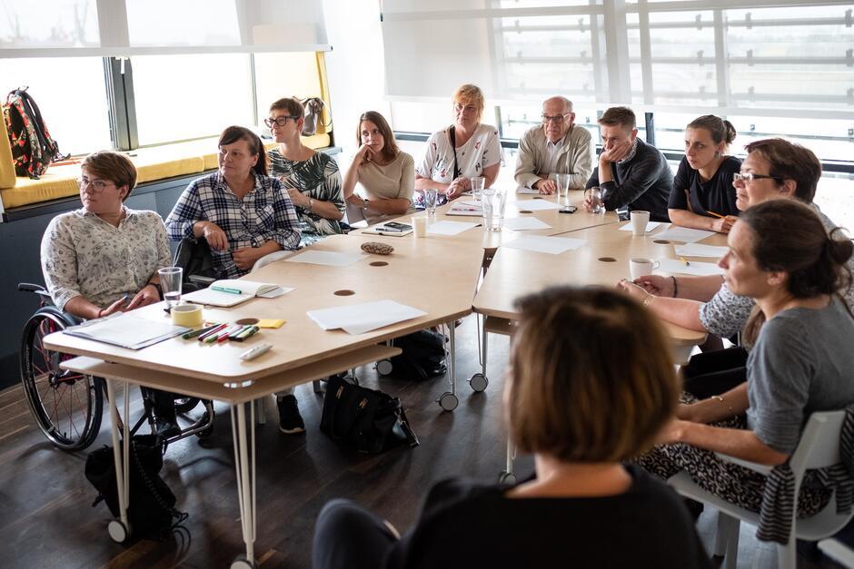 W ramach programu Gdańska Szkoła solidarności Codziennie odbywa się cykl szkoleń dla radnych dzielnicowych.