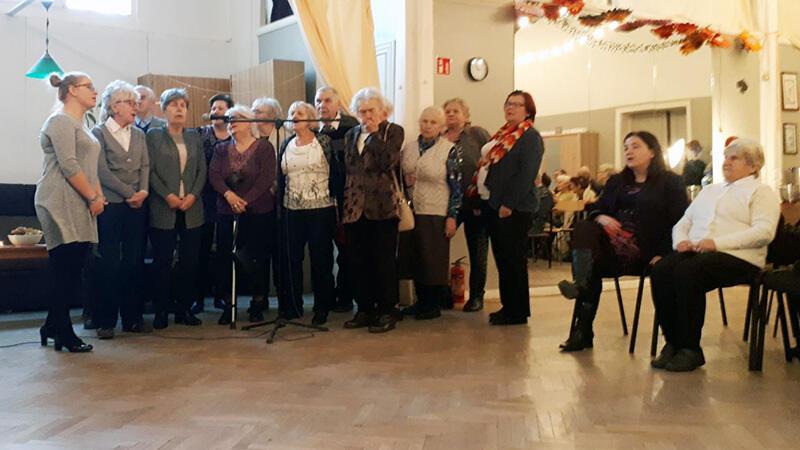 Zabawa andrzejkowa dla seniorów organizowana przez gdański MOPR to wieloletnia tradycja