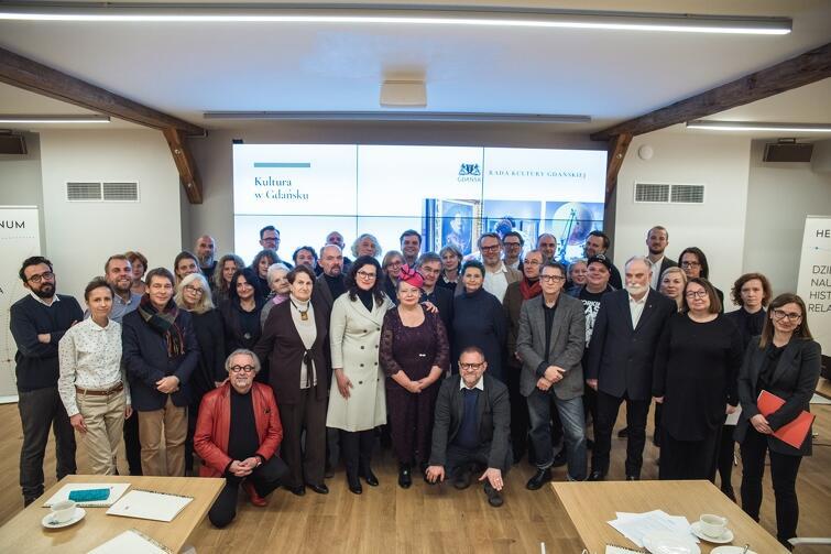 W skład rady wchodzą osoby ze świata kultury i sztuki, pracownicy naukowi, dziennikarze i kulturoznawcy