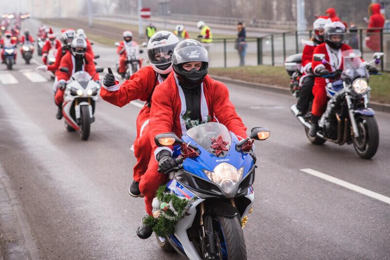 """Akcja """"Mikołaje na motocyklach"""" to największa charytatywna motocyklowa parada w Polsce. W tym roku odbędzie się już po raz 17."""