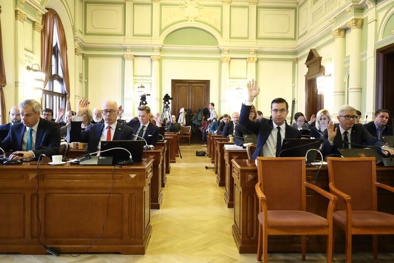 Listopadowa sesja Rady Miasta Gdańska trwała ponad 10 godzin. W tym czasie radni przegłosowali ponad 80 projektów uchwał