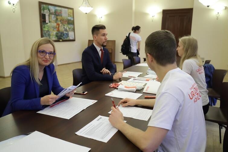 W gmachu Nowego Ratusza można było zarejestrować się w bazie Fundacji DKMS. Z tej okazji skorzystała m.in. przewodnicząca RMG Agnieszka Owczarczak i radny KO Łukasz Bejm